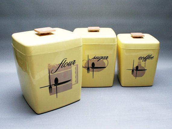 Boîtes alimentaires en plastique . Jaune pastel par FeelingOfDejaVu