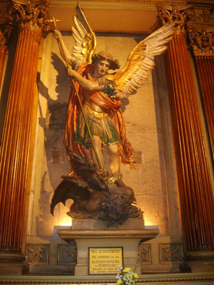 Altar de San Miguel Arcangel.jpg