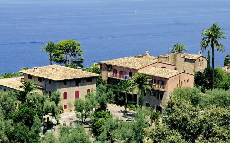 Mallorca byder på andet end smukke strande - Apollo kan anbefale dig at leje en bil og køre rundt mellem de flotte spanske huse og nyde den fine natur. Se mere på http://www.apollorejser.dk/rejser/europa/spanien/mallorca