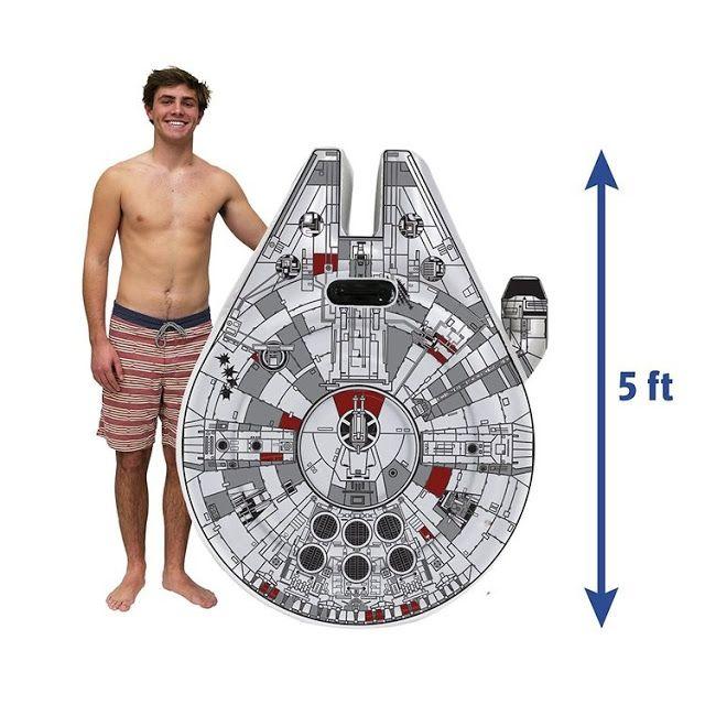 Flotador inspirado en el Halcón Milenario de Star Wars