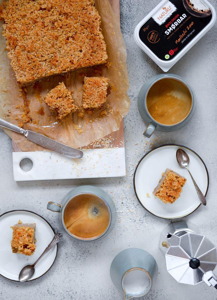 Drømmekage fra Brovst - en af de helt store kageklassikere i en top lækker vegansk og glutenfri udgave. Bagt med vegansk smør, der smager af smør.