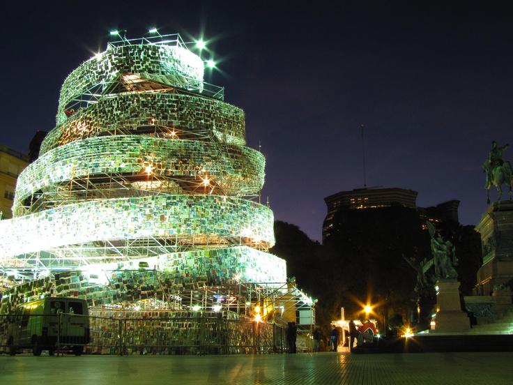 Torre de Babel de libros [Marta Minujin]
