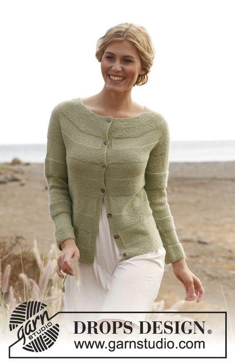 """Gebreid DROPS vest in ribbelst met ronde pas van """"BabyAlpaca Silk"""". Maat: S - XXXL. ~ DROPS Design"""