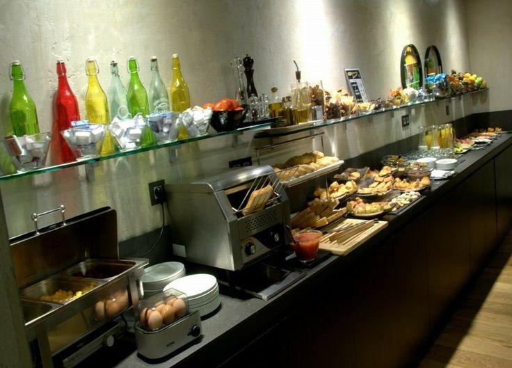 Desayuno buffet en el hotel Zenit Abeba, Madrid.