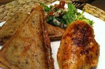Das gesunde Tomaten Mozzarella Sandwich mit Hähnchenbrust