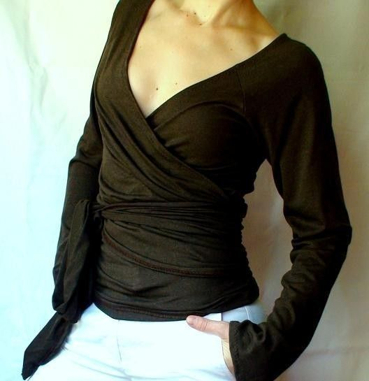 would be great with a big pendant necklace and wide-leg trousers, as a comfy but stylish teaching outfit