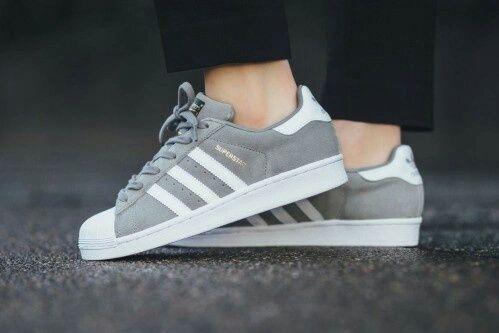 grises con blanco