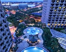 Fairmont Hotel Singapore. This hotel has 769 luxurious guestrooms and suites. Fairmont Hotel also boasts 16 distinctive restaurants and bars.
