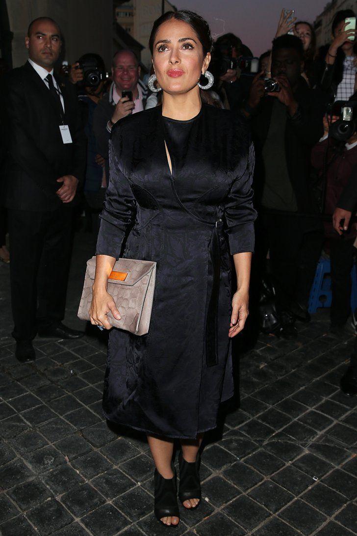 Pin for Later: Les Célébrités Se Bousculent à la Fashion Week de Paris Salma Hayek Au défilé Balenciaga.