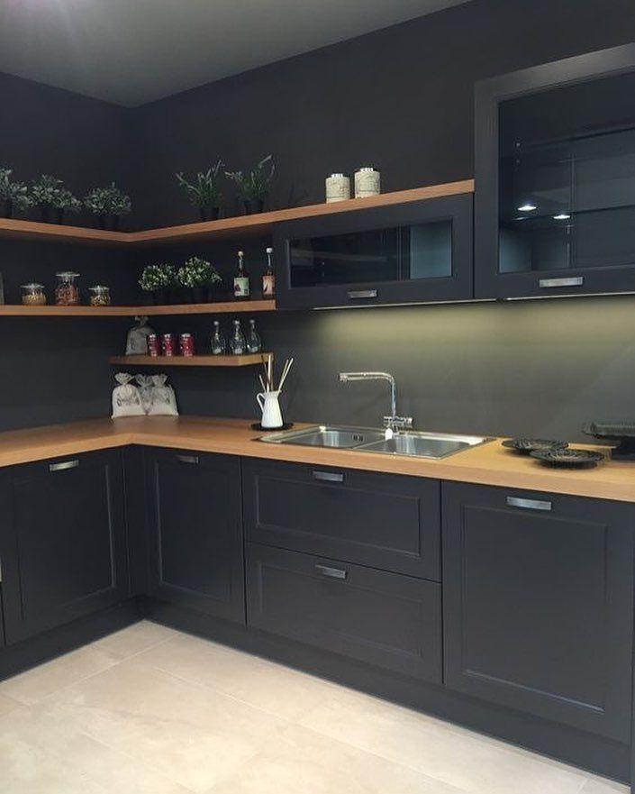 Fast schwarze Küche … – #dekoration #wohnung #möbel #dekorationsideen #dekorationdesign
