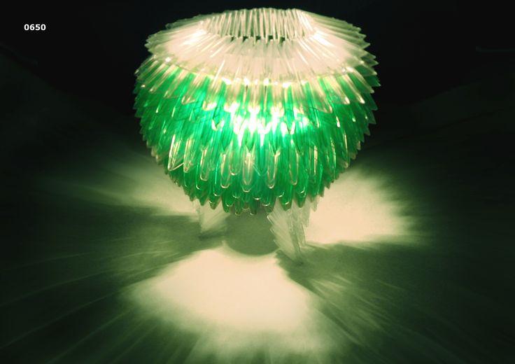 Luminária Luminous PET - Design de Leandro da Silva Feliciano - Fundação Universidade Regional de Blumenau - FURB Blumenau | SC - Prêmio Estudante - 2º lugar.