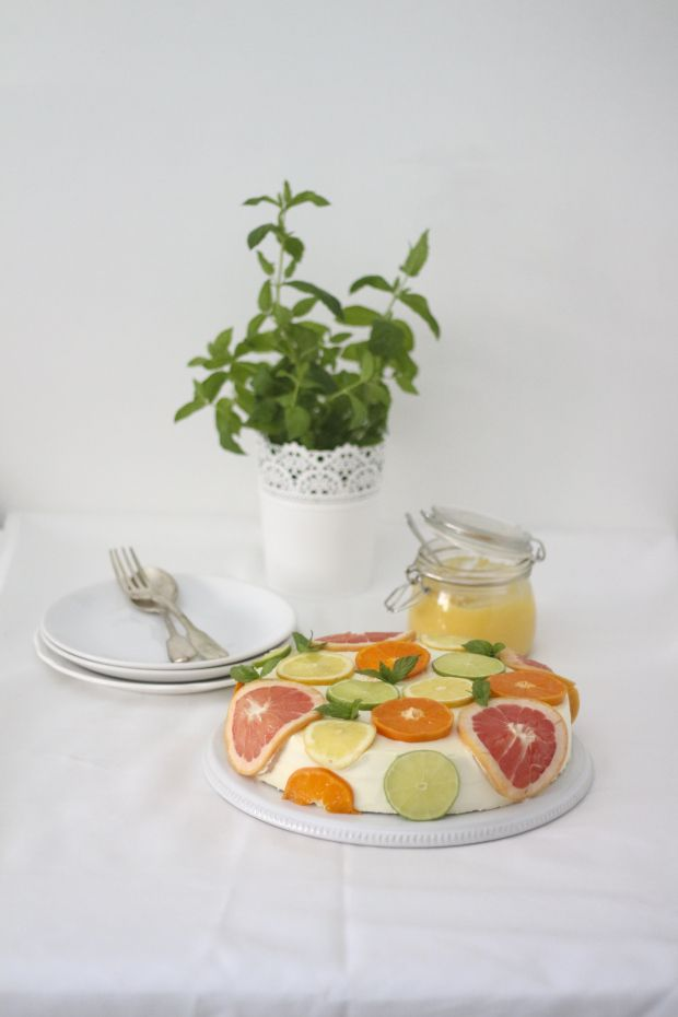 Coconut Cake with Citrus via:www.migalhadoce.com