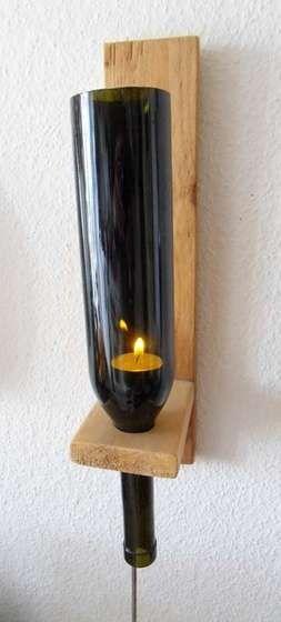 En vez de tirar las botellas de vino aprovchalas para hacer una bonita lampara.