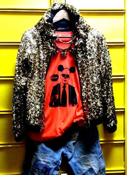 ◆ 商品説明 ◆シャネルのデザイナーラガーフェルド風のなんちゃってパロディーTシャツのレッドです。 サイズはMサイズ。オフも出品中♪ 首もとすっきりのVネック...|ハンドメイド、手作り、手仕事品の通販・販売・購入ならCreema。