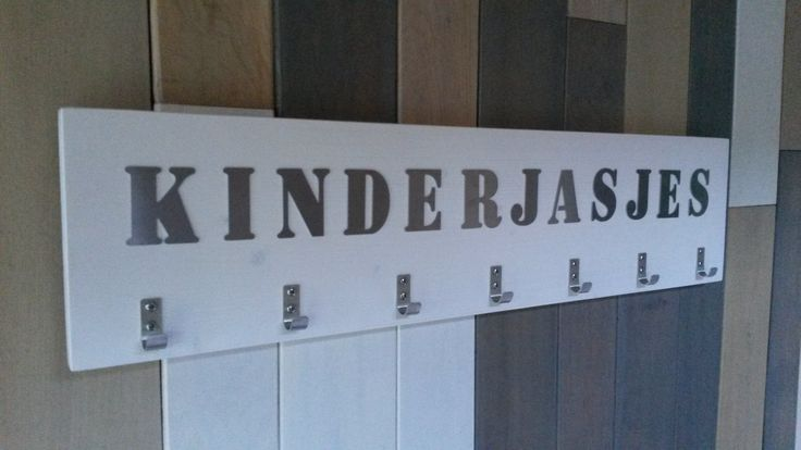 Kinderkapstok voor het hele gezin. Uiteraard personaliseerbaar.