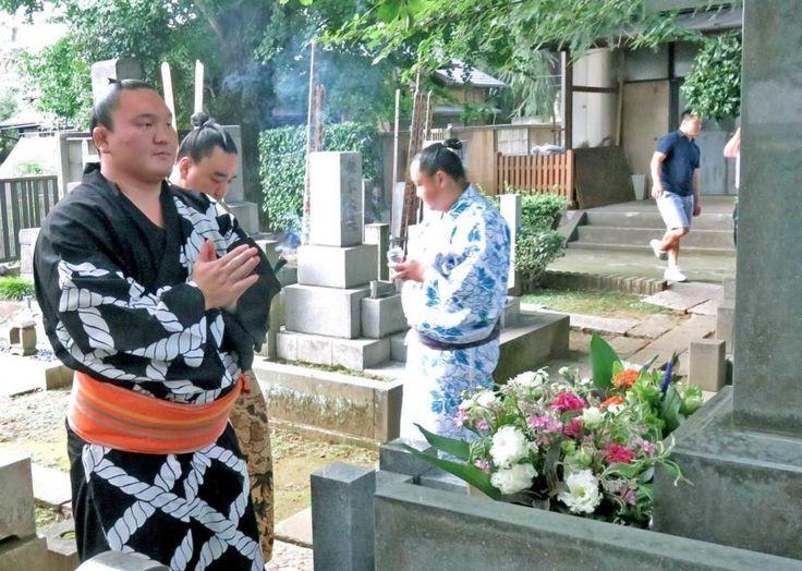 白鵬が先代九重親方の墓参り 感謝の気持ち伝え「心の会話できた」 / デイリースポーツ #相撲 #白鵬 #墓参り