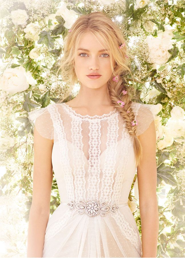 Novias bohemias con un toque romántico #vestidosdenovia #tendencias #bodas #brides