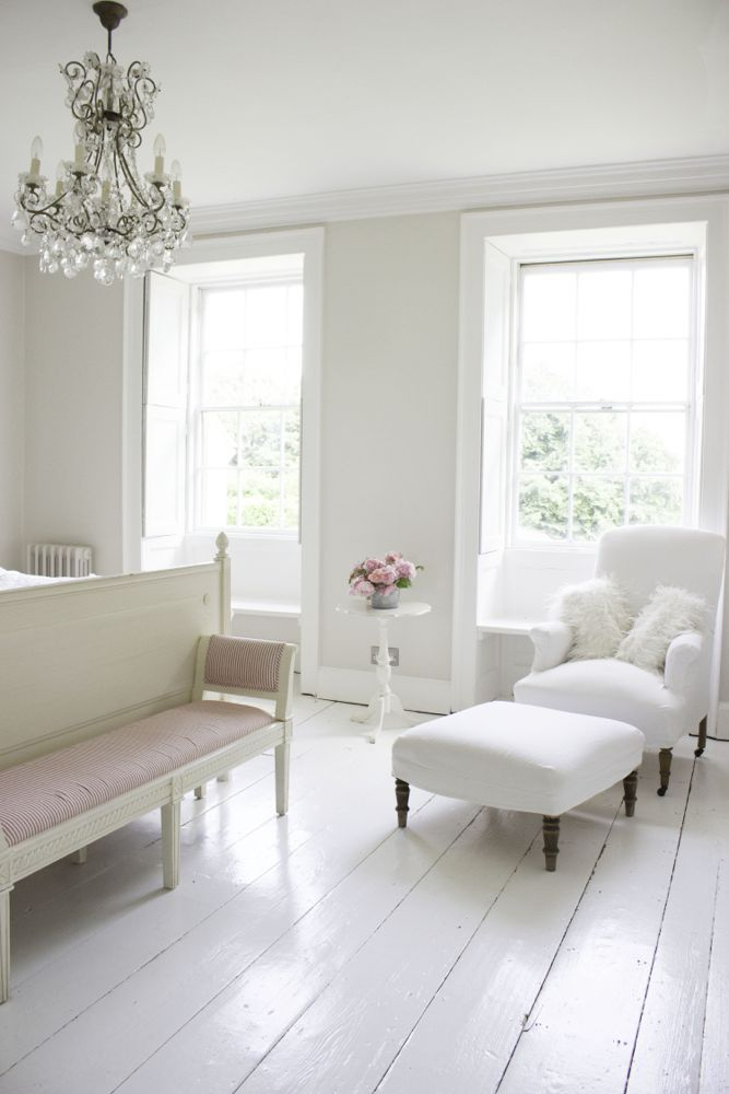 Multiple Shades Of White Mix For A Glorious Cloud Like Interior Scandinavian Style White Nordic Fre French Country Bedrooms Country House Decor White Interior
