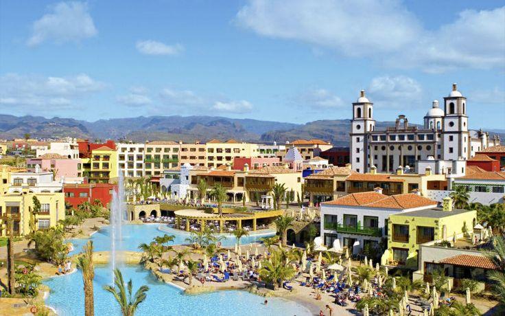 Hvis du virkelig vil forkæle dig selv og din familie, er Lopesan Villa del Conde Resort & Thalasso, det du skal vælge. Hotellet er bygget op som en miniby, og at kirken i byen er receptionen siger vel alt om dette fantastiske sted. Hotellet byder på stribevis af aktiviteter. Her er både tennisbane og instruktør. Læs mere her: http://www.apollorejser.dk/rejser/europa/spanien/de-kanariske-oer/gran-canaria/meloneras/hoteller/lopesan-villa-del-conde-resort-og-thalasso