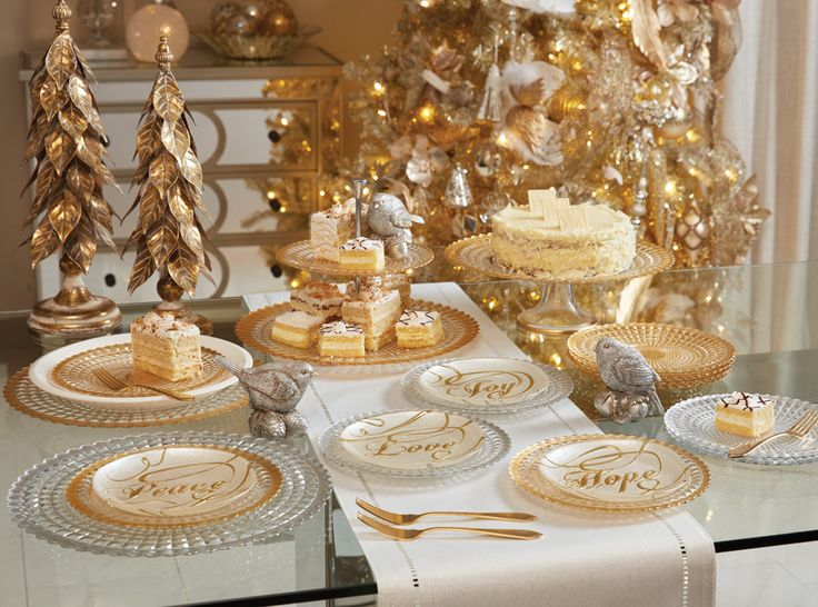 Bonton Serveware | Christmas Dinnerware and Place Setting
