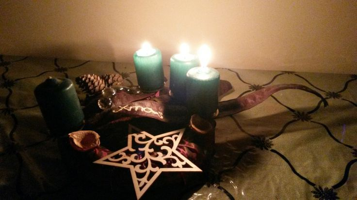 Advent wreath brown with a wood star and green candles