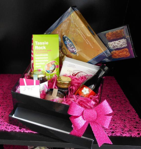 Hamper from Tasmanian Gourmet Hampers in Devonport.  Article & Photo by Michelle Kneipp-Pegler.