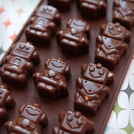 Moule chocolat petits robots Chez Bogato • Boutique atelier 7 rue Liancourt – Paris 14ème – 01 40 47 03 51 • ouvert du mardi au samedi de 10 heures à 19 heures