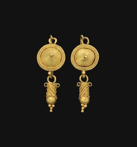 A PAIR OF ROMAN GOLD EARRINGS CIRCA 3RD CENTURY A.D.
