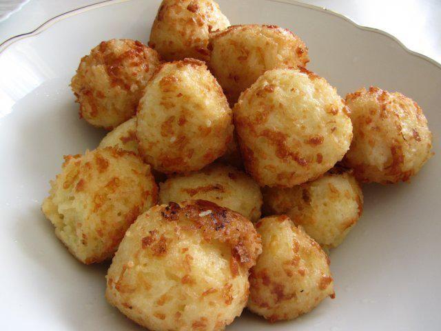 Das perfekte Reisbällchen-Rezept mit Bild und einfacher Schritt-für-Schritt-Anleitung: Zwiebel und Knoblauch Schälen, in eine Pfanne geben und mit…