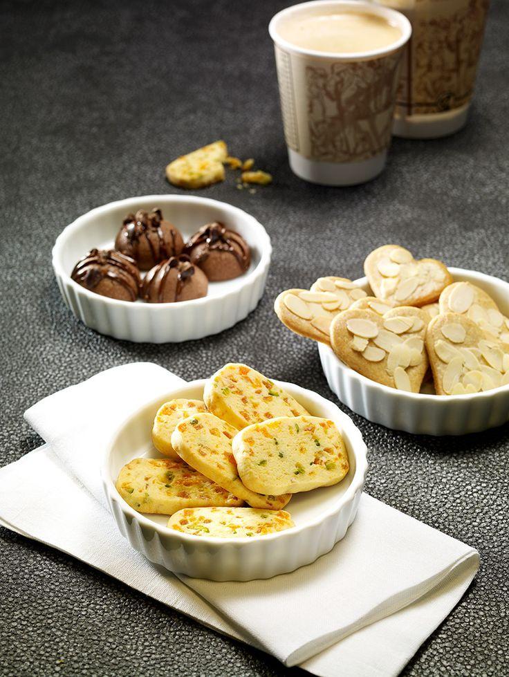 Knusprige Plätzchen mit Aprikosen und Pistazien oder mit Schokoladen-Kaffeegeschmack