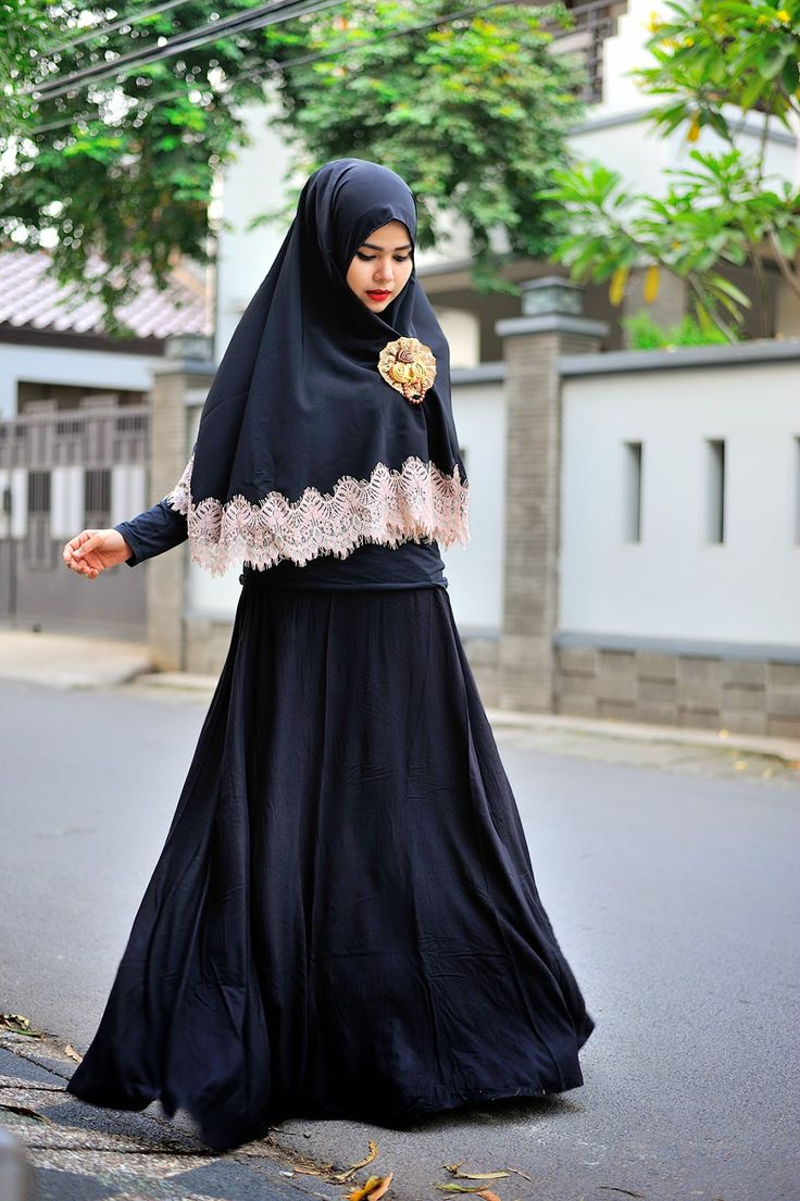 URBAN DAILY NONIZAKIAH: INNOCENT BLACK ON BLACK AND LACE