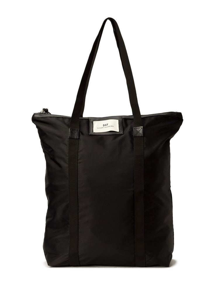 DAY - Day Gweneth Tote Double carrying handles Inner zip pocket Logo detail Top zip closure Functional Simple The Gweneth is a sporty, practical bag with a modern design that ensures endless styling possibilities.