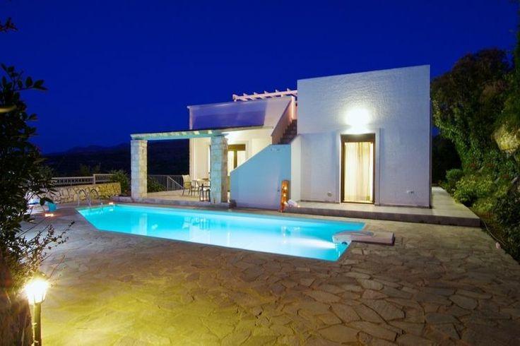 Op het Griekse eiland Kreta hebben we deze heerlijke vakantievilla met eigen zwembad te huur staan. Ook dit prachtige huis is rechtstreeks te huur vanaf onze website.