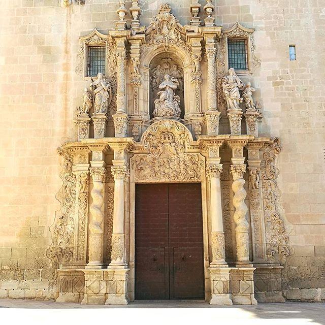 Basilica santa maria #alicante https://www.airbnb.es/rooms/14738778 https://www.airbnb.es/rooms/14371066 https://www.airbnb.es/rooms/15697340