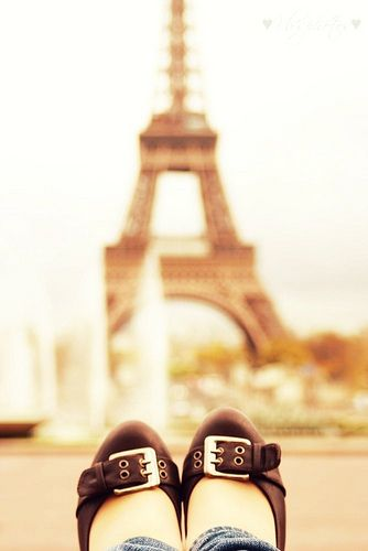 ♥ She's so happy! It's been a dream to go there and now THERE she is!! I love this picture! Paris! Eiffel Tower! L♥ve!