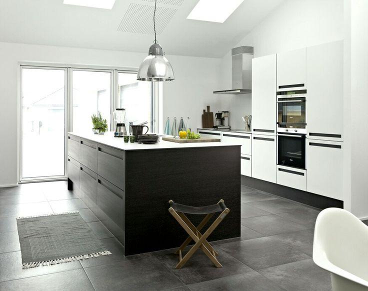 Kitchen | JKE Design | Savona black oak veneer/white laminate :-)