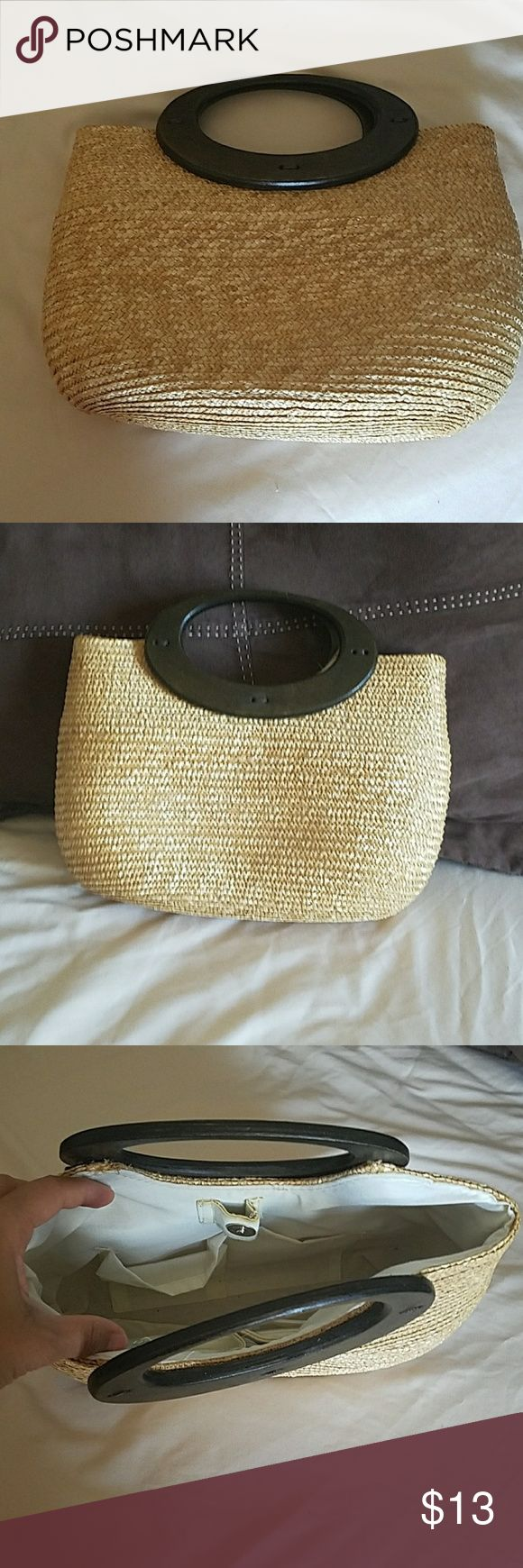 Wheat Straw Bag Beige wheat straw bag with wooden handles in perfect condition. Nice summer spring bag. Bags Totes