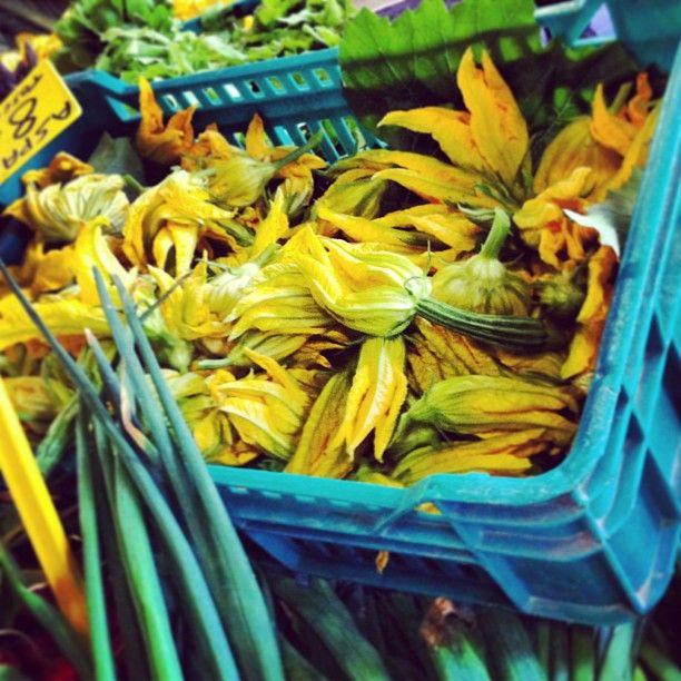 Zucchini Flowers #florence #mercato (at Mercato di...
