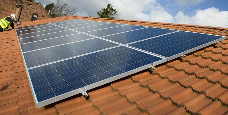 A microgeração de energia apresentou crescimento acelerado no Brasil em 2016 e registrou até janeiro deste ano 7.6010 conexões de geração distribuída, sistema no qual a energia elétrica é gerada pelos próprios consumidores. Os dados foram revelados pela Agência Nacional de Energia Elétrica (Aneel), que destacou a potência instalada total de 73.569 quilowatt (kW) com ampla maioria pertencente às conexões solares fotovoltaicas, responsável por aproximadamente 78% da geração, com 57.606 KW, e…