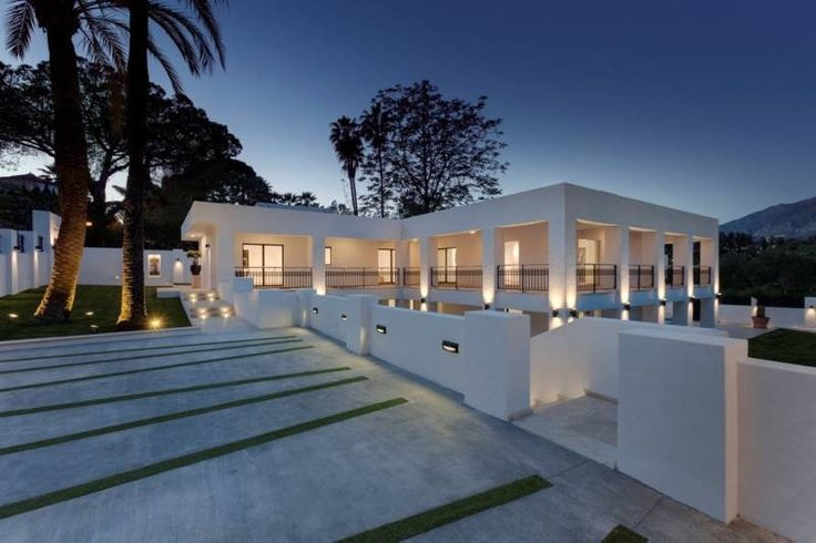 5 bed Villa for sale in Nueva Andalucía brought to you by Marbella Choice