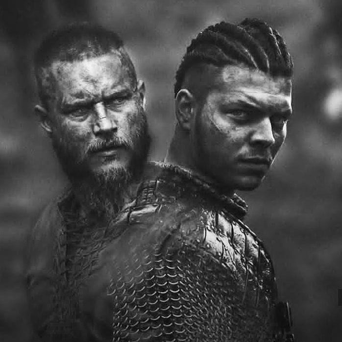 """Gefällt 828 Mal, 4 Kommentare - Vikings Türkiye (@ragnar.lothbroook) auf Instagram: """"Father and son #ıvartheboneless #ıvarlothbrok #ragnar #aslaug #king #ragnarlothbrok #reis #floki…"""""""
