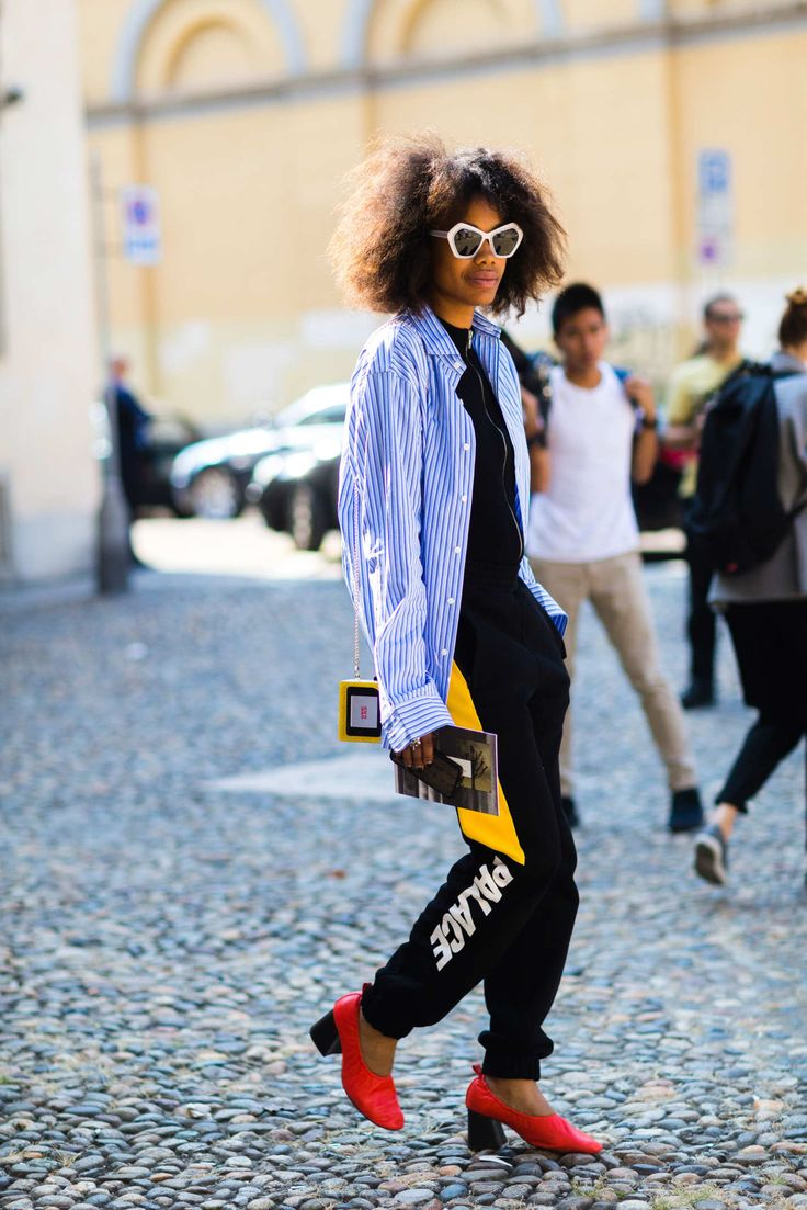 Jan Quammie Milan Fashion Week 2016 Urania Gazelli Game Over clutch  http://nymag.com/thecut/2016/09/more-of-the-best-street-style-from-milan-fashion-week/slideshow/53/