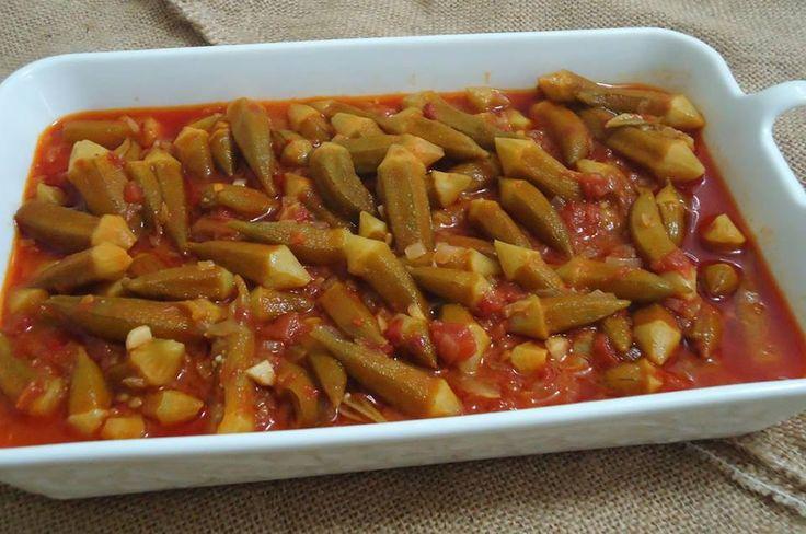 Zeytinyağlı bamya tarifi bamya sevenlerin çok beğeneceği hatta sevmeyenlerin bile yiyebileceği, uygun teknikte hazırlanmış lezzetli bir sebze yemeğidir. Ba