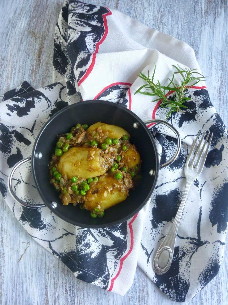 Os traigo una receta de aprovechamiento que está de rechupete. Unas riquísimas patatas rellenas de las sobras de ternera estofada al rom...