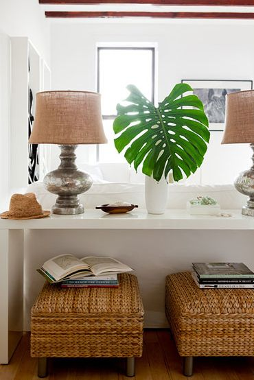 Great sofa table, benches and lamps