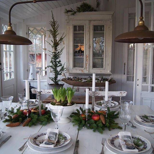 Hej!Det är dags för årets största Afton....:))Vi väntar våra gäster alldeles strax.Vill önska Er den bästa av Jular.  I år köpte jag hem grönkål till dukningen...Men jag kan bara inte vara utan mitt g