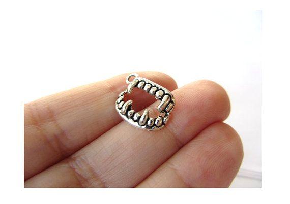 10 pcs Breloques Dents de Vampire Argent antique 17mm x 12mm (BR796)