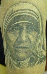 Moeder Theresa op de huid (tattoo) als eerbetoon.
