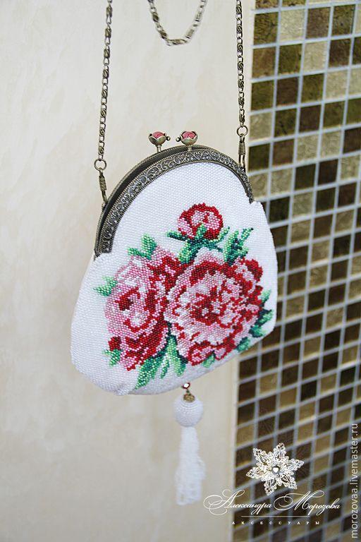 """Купить Сумочка вышитая бисером """"Пионы"""" - разноцветный, цветочный, Сумочка маленькая, вышитая бисером сумочка"""
