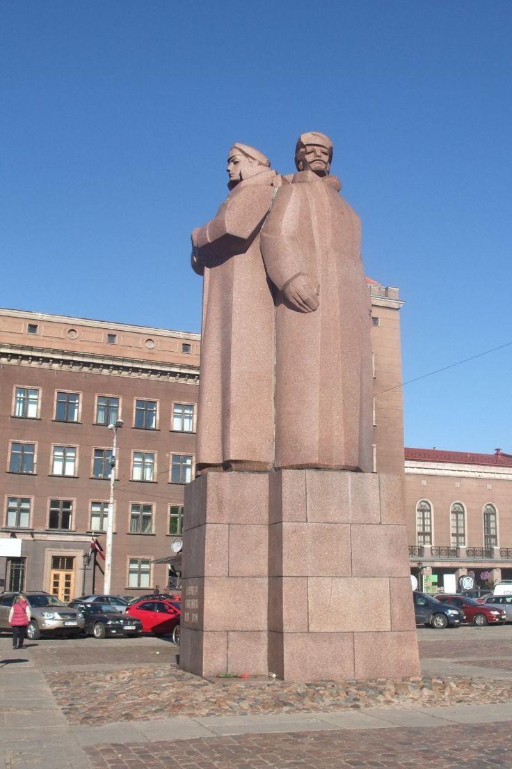 Statue des fusillés (Strēlnieku piemineklis). Riga.